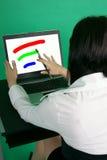 Diseñador gráfico con el cepillo. Fotografía de archivo