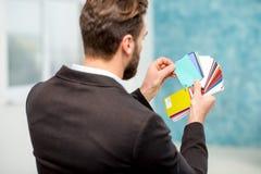 Diseñador que elige color Imagen de archivo libre de regalías
