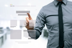 Diseñador que presenta el wireframe del desarrollo del sitio web Imagen de archivo