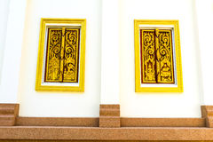 Diseñe la arquitectura tailandesa hermosa del estilo dos ventanas del templo Fotos de archivo libres de regalías