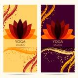 Diseñe la plantilla para el estudio de la yoga con la flor de loto abstracta Fotografía de archivo libre de regalías