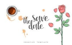 Diseñe la postal de la boda con los pétalos de rosas y la enhorabuena de la caligrafía Foto de archivo libre de regalías