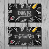 Diseñe la tarjeta de visita del sistema de la barra y del restaurante, de la cerveza y del vino, fondo de la pizarra Foto de archivo