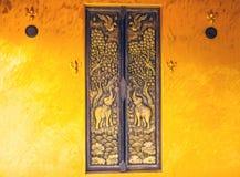 Diseñe la ventana tailandesa hermosa del templo de la arquitectura del estilo en Wat S Imagenes de archivo