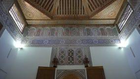 Diseño árabe tradicional de la arquitectura marroquí - interior del mosaico de Rich Riyad Dar Si Said metrajes