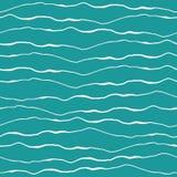 Diseño abstracto de la ola oceánica con las líneas blancas exhaustas del garabato de la mano en fondo de la turquesa Modelo incon stock de ilustración