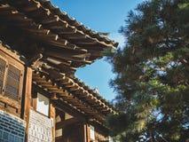 Diseño arquitectónico del pueblo de Namsangol Hanok de tejado foto de archivo