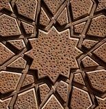Diseño asteroide de madera islámico tallado en la madera de Brown Imágenes de archivo libres de regalías