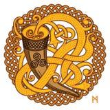 Diseño céltico, escandinavo Cuerno de consumición con la aguamiel y el modelo tejido ilustración del vector