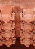 Diseño complejo en Jahangir Palace, fuerte de Agra Imagenes de archivo