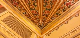 Diseño de Art Deco en techo restaurado del teatro Imagenes de archivo