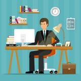 Diseño de carácter plano del vector de oficinista Hombre de negocios que trabaja en oficina, sentándose en el escritorio, mirando Fotografía de archivo libre de regalías
