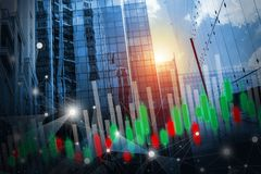 Diseño de concepto del mercado de acción de conexión de red del negocio y gráfico en el edificio con el fondo ligero imagen de archivo libre de regalías