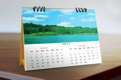 Diseño de escritorio 2017 del calendario Imagenes de archivo