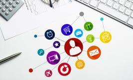Diseño de interfaz para el móvil y la aplicación web imagenes de archivo