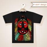 Diseño de la camiseta con la máscara africana Imagenes de archivo