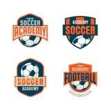 Diseño de la colección de la plantilla del logotipo de la insignia del fútbol Imagen de archivo