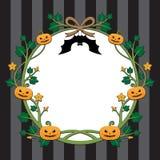 Diseño de la frontera de la calabaza de Halloween en fondo de la raya Imagenes de archivo
