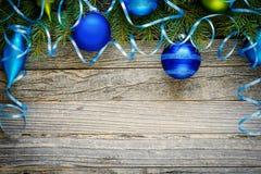 Diseño de la frontera de la Navidad con las decoraciones de la Navidad Imagen de archivo