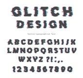 Diseño de la fuente de la interferencia Aislado en las letras blancas y los números del ABC Imagen de archivo libre de regalías