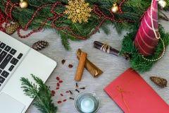 Diseño de la Navidad Fondo de la Navidad con las ramas de Christma Imagen de archivo libre de regalías