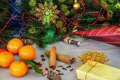 Diseño de la Navidad Fondo de la Navidad con las ramas de Christma Foto de archivo
