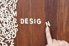 Diseño de la palabra hecho con las letras de madera del bloque Foto de archivo