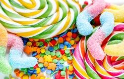 Diseño de la piruleta con los candys del azúcar en fondo dulce del extracto del texure Imagen de archivo
