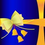 Diseño de la tarjeta de felicitación Arcos y decoración linda de las campanas Cinta amarilla en el embalaje azul profundo del fon Imagenes de archivo