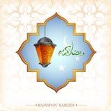 Diseño de la tarjeta de felicitación del Ramadán con la linterna libre illustration