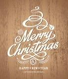 Diseño de la tarjeta de Navidad en el fondo de madera de la textura Imagen de archivo libre de regalías