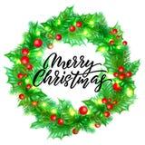 Diseño de la tarjeta de felicitación de la Feliz Navidad con las letras de la caligrafía en fondo de la guirnalda del acebo Navid libre illustration