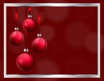 Diseño de la tarjeta de felicitación de la Navidad con las bolas de cristal rojas realistas de la Navidad chucherías 3d que cuelg libre illustration