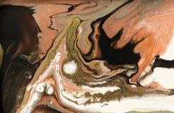 Diseño de la textura del oro que vetea Modelo de mármol beige y de oro Arte flúido fotos de archivo libres de regalías