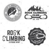 Diseño de la tipografía del vintage con el escalador, el mosquetón y las montañas libre illustration
