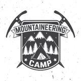 Diseño de la tipografía del vintage con la silueta del hacha y de la montaña de hielo Fotos de archivo libres de regalías