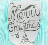 Diseño de letras dibujado mano de la Feliz Navidad enmarcado por curta ciánico Fotos de archivo