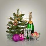 Diseño de tarjeta del Año Nuevo con Champán. Escena de la Navidad. Celebración Imagen de archivo libre de regalías