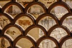 Diseño de ventana tallada en templo hindú foto de archivo
