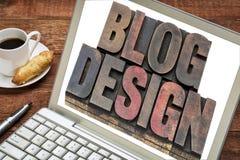 Diseño del blog en un ordenador portátil Fotos de archivo libres de regalías