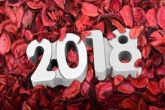 Diseño 2018 del bock de la Feliz Año Nuevo con el fondo de madera Imagen de archivo