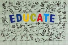 Diseño del bosquejo de la educación en el cuaderno con el espacio de la copia Iconos de pensamiento de los garabatos del concepto Foto de archivo