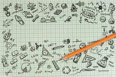 Diseño del bosquejo de la educación en el cuaderno con el espacio de la copia Iconos de pensamiento de los garabatos del concepto Fotos de archivo libres de regalías