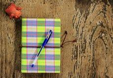 Diseño del cuaderno con la pluma Fotografía de archivo libre de regalías
