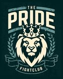 Diseño del emblema con el león en corona imagenes de archivo