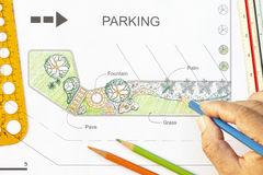 Diseño del jardín para el estacionamiento Fotografía de archivo libre de regalías