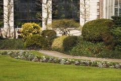 Diseño del jardín Un parque de la primavera en Lovaina, la Flandes, Bélgica 2 fotografía de archivo libre de regalías