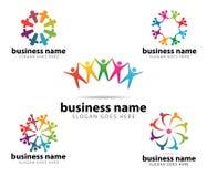 Diseño del logotipo del vector del logro del éxito del líder de la organización de la comunidad ilustración del vector