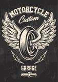 Diseño del motorista del vintage con la rueda coa alas fotos de archivo libres de regalías