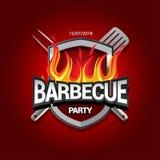 Diseño del partido de la barbacoa con el fuego en el escudo, invitación de la barbacoa Logotipo de la barbacoa Diseño del menú de imagenes de archivo